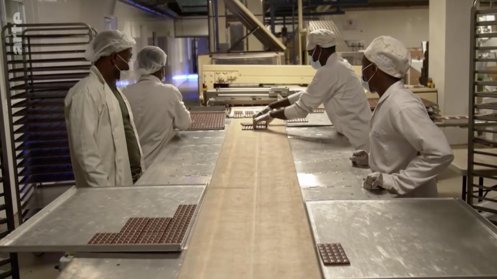 Fabrication du chocolat selon le principe du bean-to-bar : l'initiative de Hendrik Reimers au Ghana