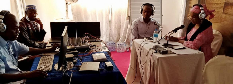 Au Niger, des jeunes aux côtés des journalistes lors des formations à l'interactivité radio